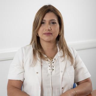 Dra. Karen Bolivar de Oro
